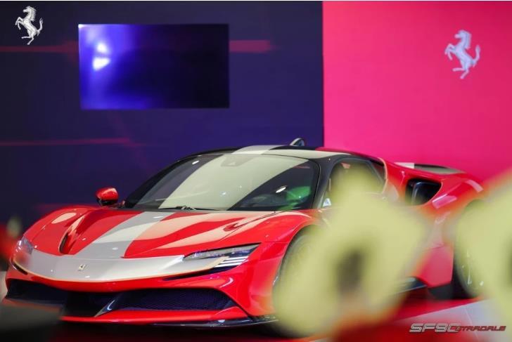 跃马首款量产可外接充电式混合动力车型法拉利SF90 Stradale登陆重庆